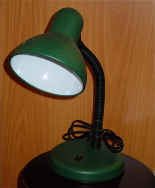Простой настольный светильник